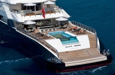 beyonce-and-jay-z-enjoy-charter-on-superyacht-lalfa-neror