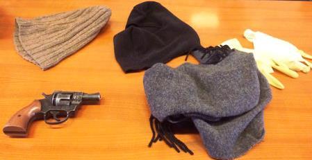 Catania: forzano un posto di controllo con l'auto rubata. Arrestati in tre