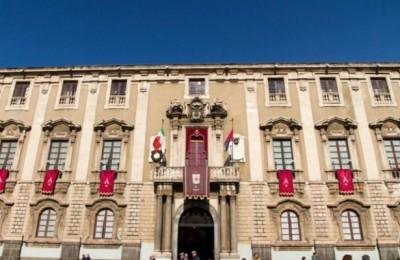 catania-comune-palazzo-degli-elefanti-830x480-735x400