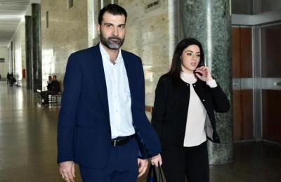 Il deputato nazionale Riccardo Nuti accompagnato dal suo legale in procura a Palermo,  28, Novembre 2016. ANSA/MIKE PALAZZOTTO