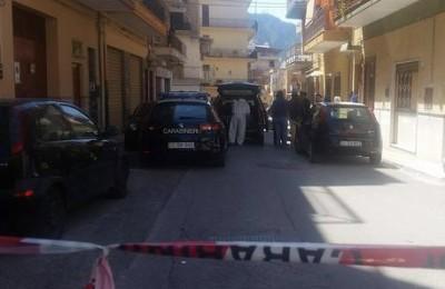Una donna di 72 anni è stata trovata morta in casa, in una pozza di sangue, dai carabinieri. Il corpo era sul pavimento in un appartamento di via Salvator Rosa, a Bagheria (Palermo). ANSA