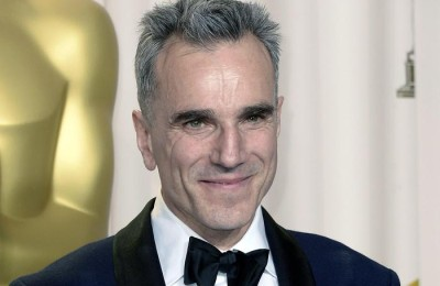 epa06040216 (FILE) - British actor Daniel Day-Lewis holds his Oscar for Performance by an Actor in a Leading Role for 'Lincoln' at the 85th Academy Awards at the Dolby Theatre in Hollywood, California, USA, 24 February 2013 (reissued 21 June 2017). Day-Lewis, 60, has retired, according to reports on 21 June 2017, quoting a statement released by the actor's agent.  EPA/PAUL BUCK