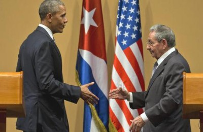 US President Barack Obama and Cuba's President Raul Castro shake hands after a joint statement in Havana, Cuba, Monday, March 21, 2016. (ANSA/AP Photo/Ramon Espinosa)