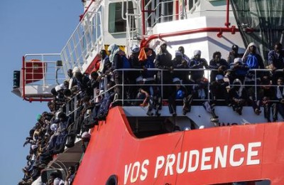 Landing operations of the 1449 migrants on board the 'Vos Prudence' ship of Doctors Without Borders at the Naples' harbor, Italy, 28 May 2017. The ship was moored at the Carmine pier and all the logistical activities were carried out to land. ANSA/CESARE ABBATE