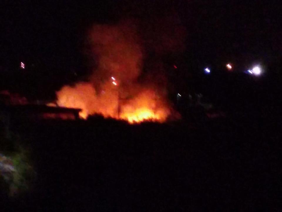 CATANIA - Esplosione a Gravina: va in fiamme tetto di una palazzina