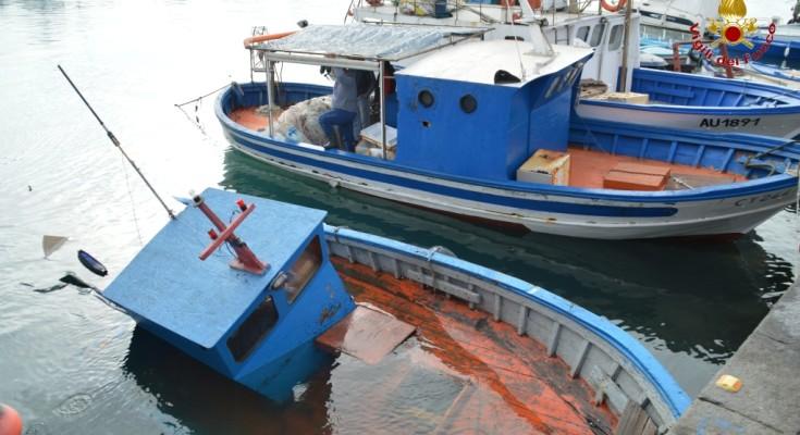 porto di catania moto peschereccio recuperato