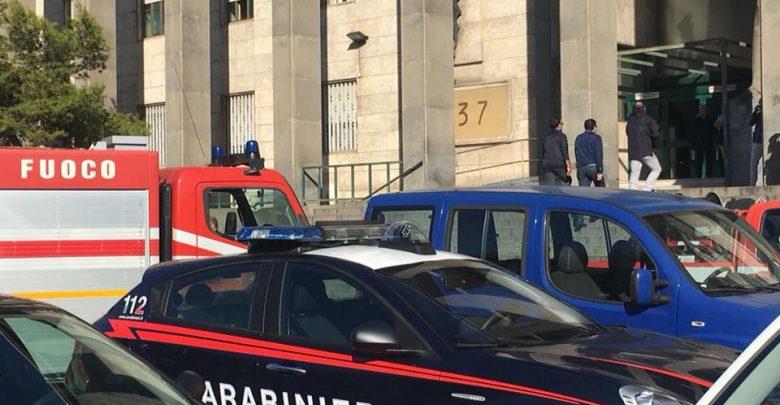 CATANIA - Tribunale di Catania: uomo minaccia di buttarsi