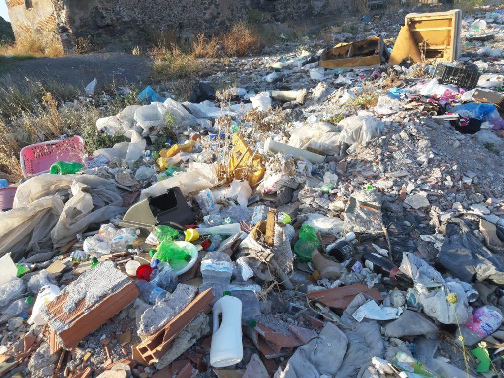 spazzatura area archeologica