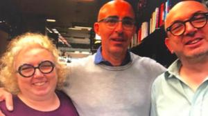 Morello, al centro, coi librai della libreria Bardotto (TO)