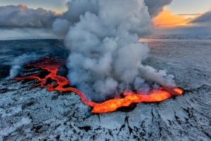 Vulcano islandese in attività magmatica